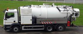 Camion hydrocureur en location pour curer et déboucher les réseaux de canalisations et assainissements
