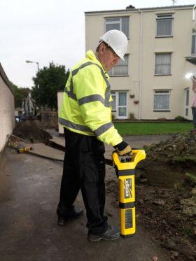 Détecteur de câble électrique souterrain pour un travail de précision